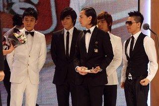 BIGBANG 12.30.jpg
